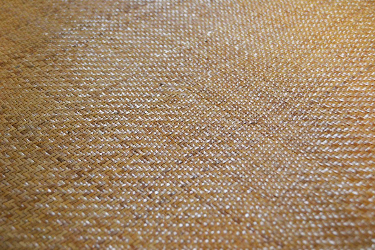 細かく編まれた網代編み