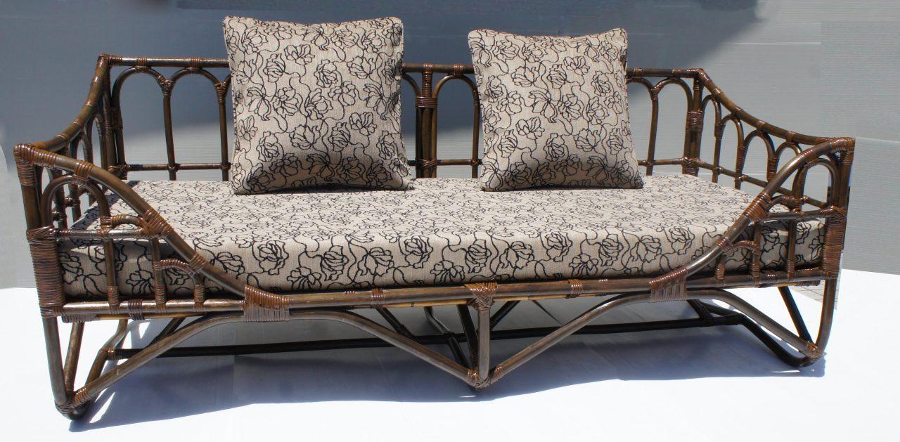 ダークブラウン色のソファベッド