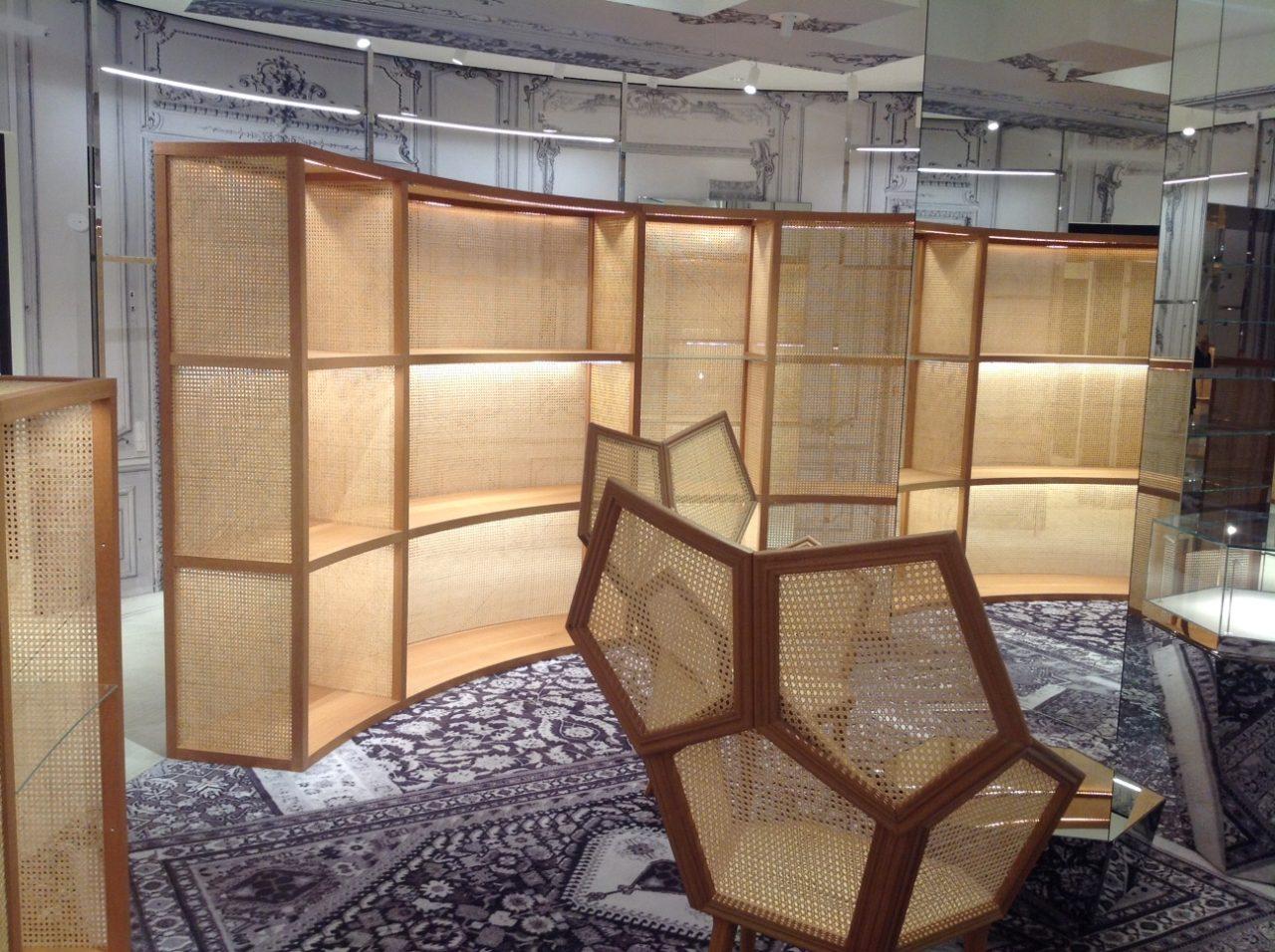 銀座シックスの内装に籐の編み込みを施工