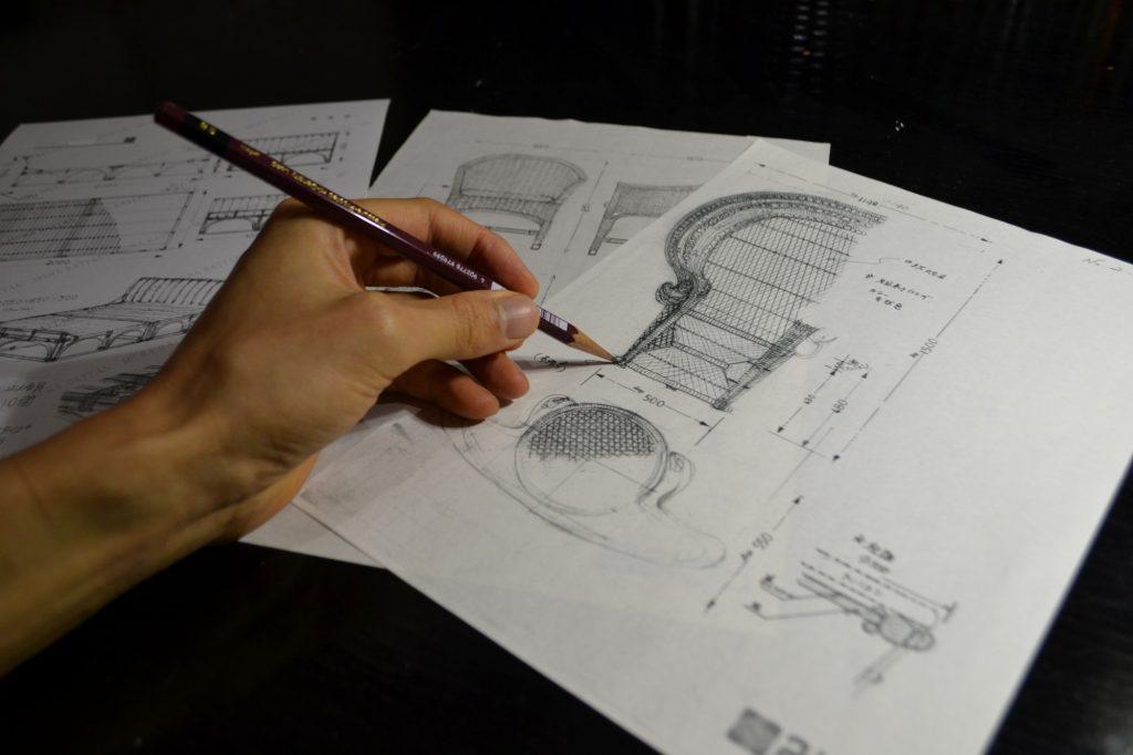 繊細なタッチで描かれるピーコックチェアのデザイン
