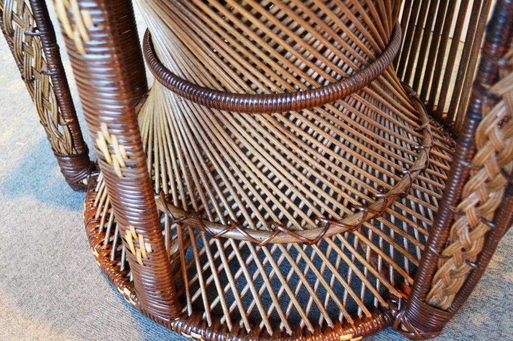 足元は「つづみ椅子」の手法を採用