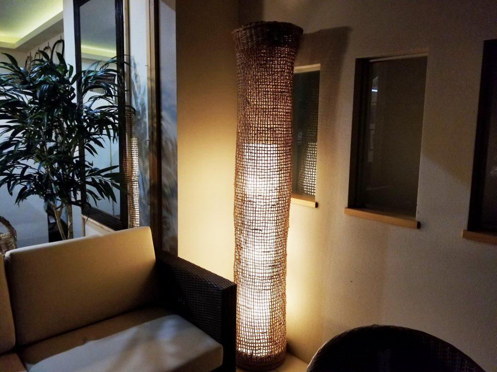 置き型のラタンタワー