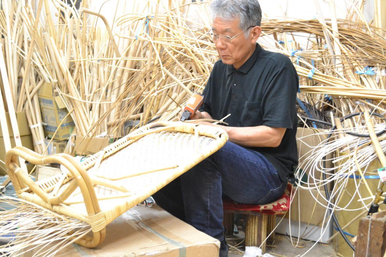 籐の手編み作業