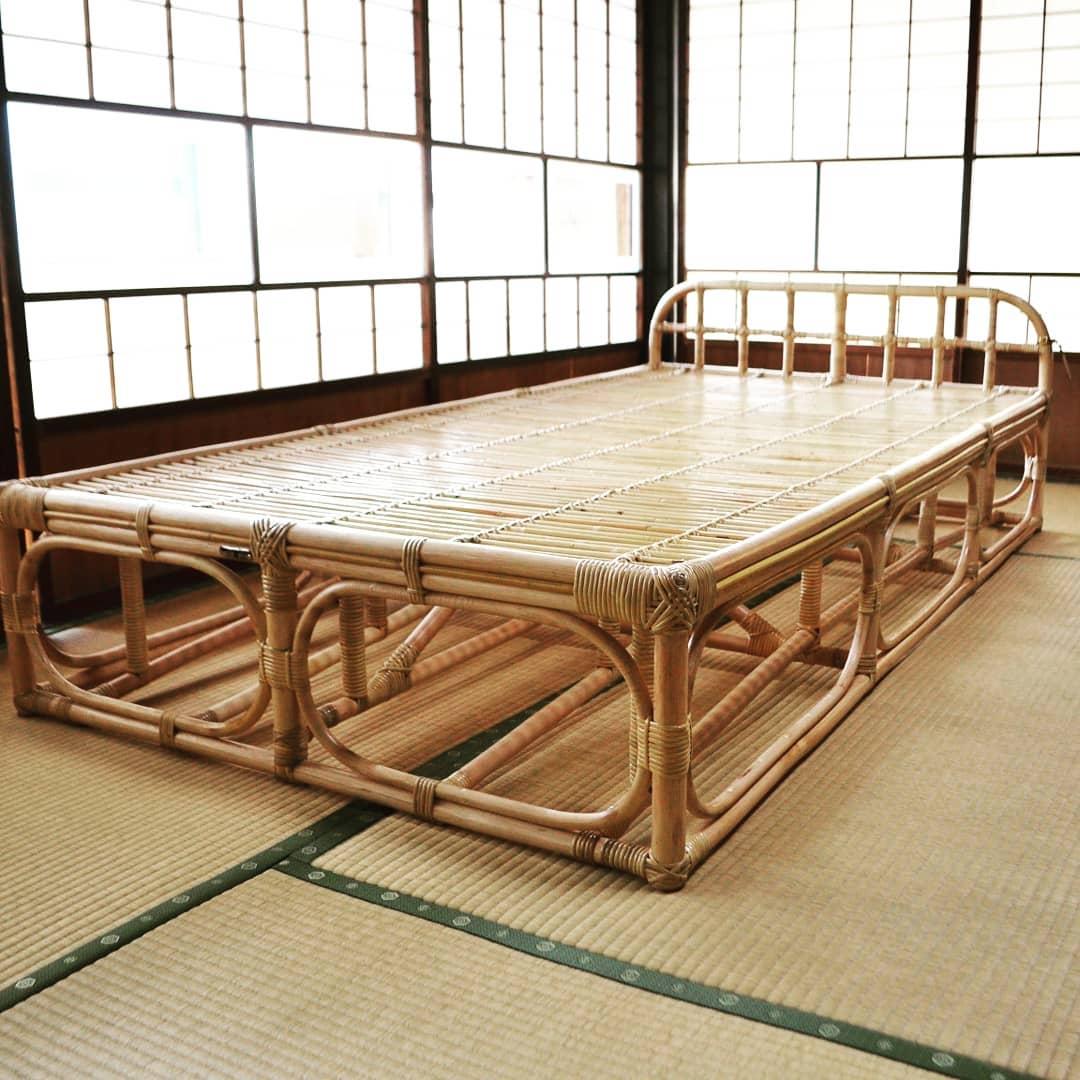 広島の工房で製作された籐ベッド、あなたのために作られたベッドです。 適度な弾力があるのでお布団を敷いて快適に過ごせ、常に「干された」ような状態ですので年中清潔に過ごせます。