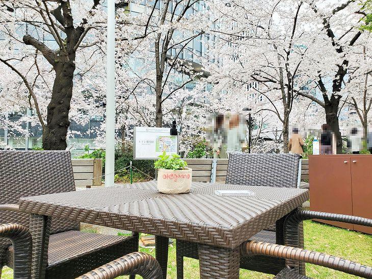 ミッドタウン東京|人工ラタン|コライユスクエアテーブル