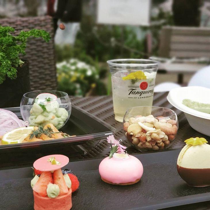 ミッドタウン東京|人工ラタン|コライユカフェテーブル